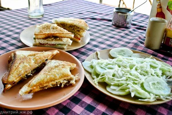 eda ashwem chiken n club sandweach cucumb salad