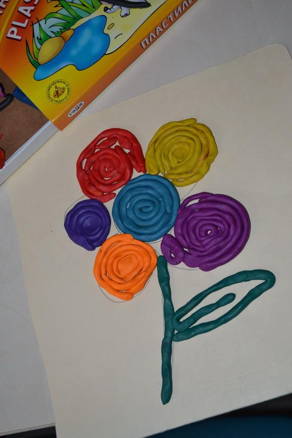 Как сделать на картоне цветок из пластилина
