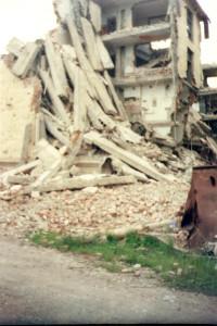 ДОМА В НАШЕМ ДВОРЕ, 2004 ГОД. ФОТО ПОЛИНЫ.jpg