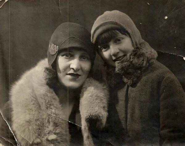 Юля-Малика и ее дочь Галина, 1930-е годы.
