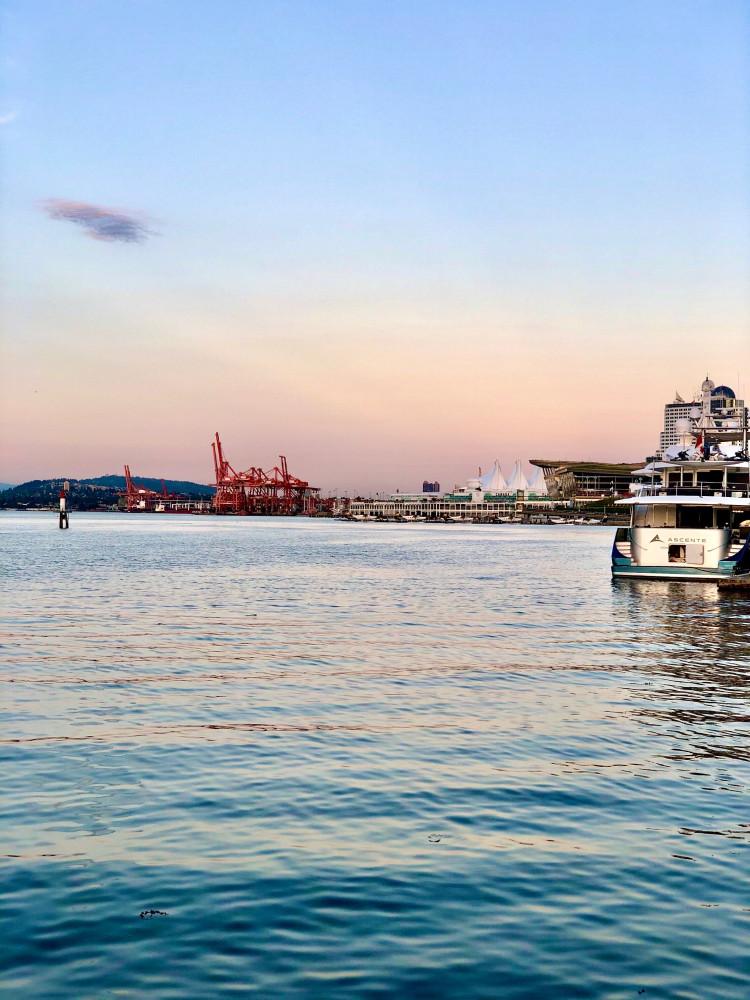виднеются красные краны порта, где работает мой сынуля.