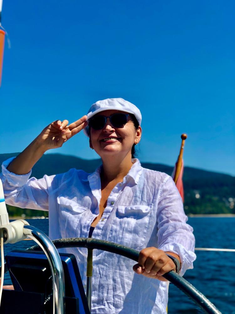 Сегодня +30. Для Ванкувера это нечто!На дороге термометр в машине показал +34.Выбора нет, только на лодку, только в море!