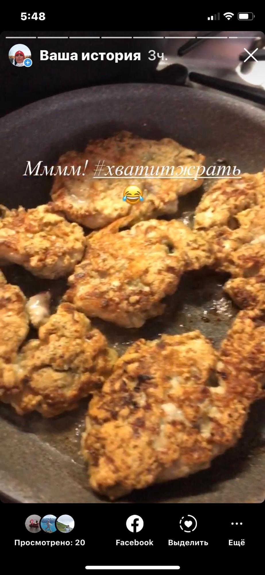 Так как нормального мяса мне сейчас не купить, то готовлю опять курицу.Отбивные курогруди невероятно хороши свежими и горячими!Вкусы у меня простые и плебейские.🙃