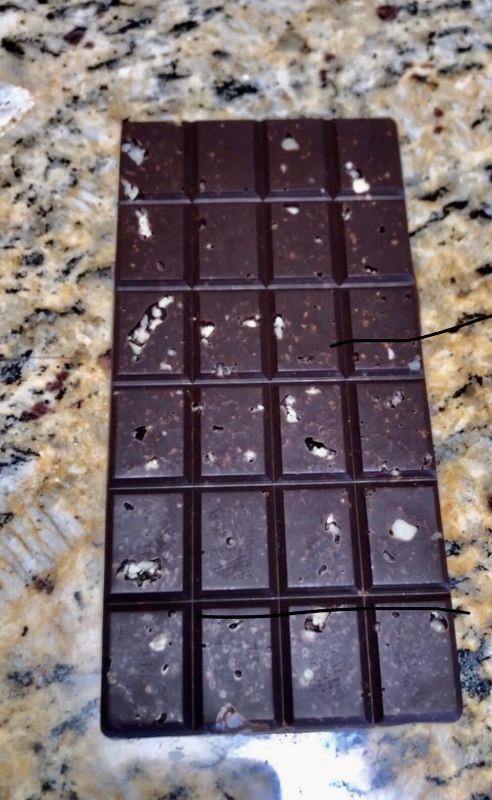 Получился шоколад по вкусу краше швейцарского Линдта, который я нежно уважаю.Так что если кому нафиг делать, то делать шоколад совсем даже не сложно.Сложнее потом кухню отмывать😆.И худеть, сожрав все спонтанным ночным дожором 🤷🏾♂️.