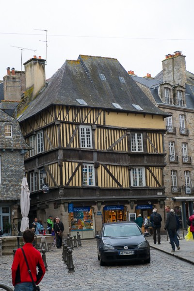 Bretagne Dinan Post-7