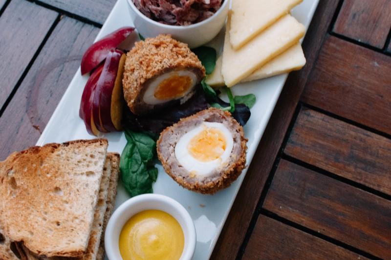 Лондон, шотландское яйцо