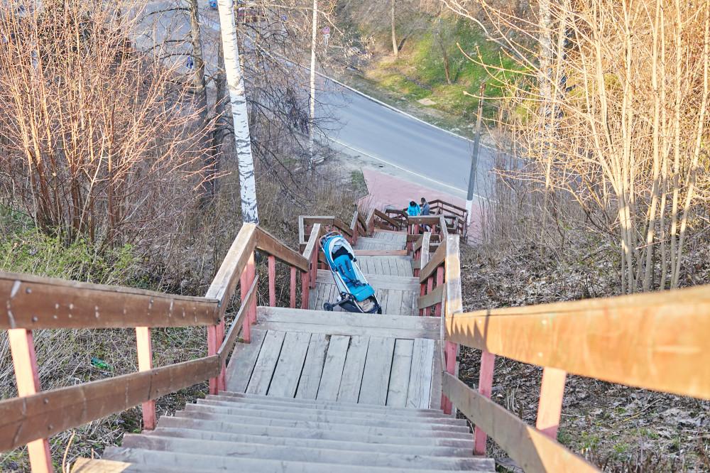 Лестница к парковке в Плёсе