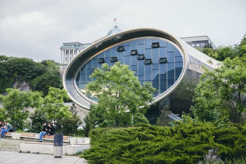 Недостроенное здание, Тбилиси
