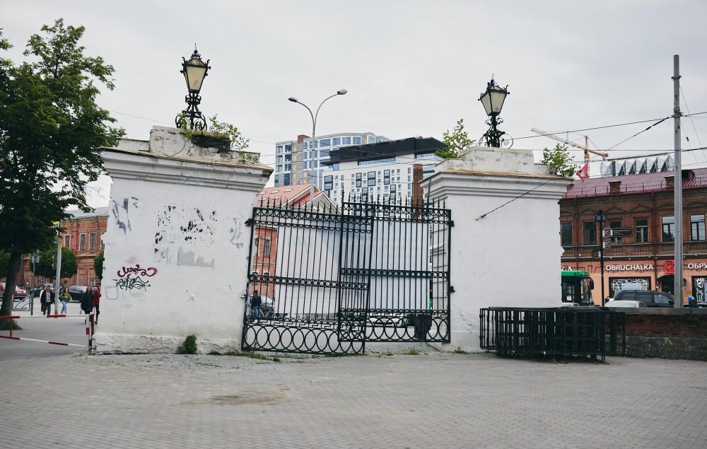 Ворота, Екатеринбург, Плотинка