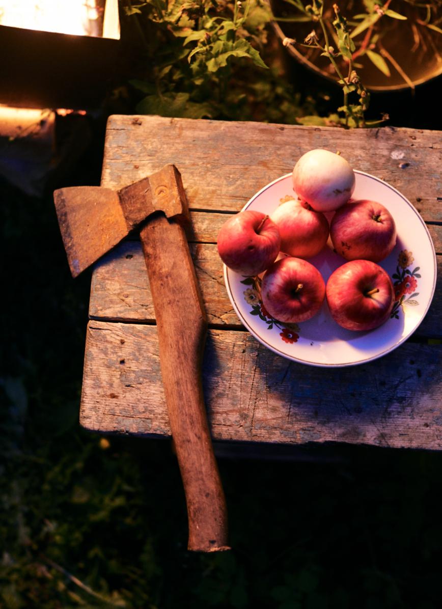 Яблоки и топор