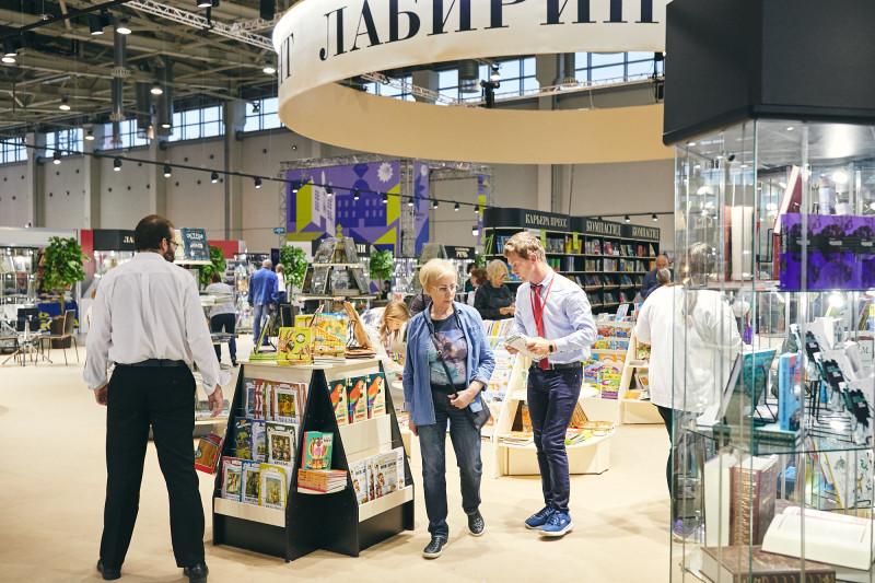 Пространство книжного магазина Лабиринт на ММКВЯ