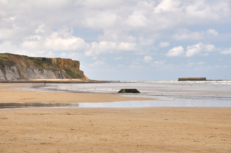 Этой фотографии больше 10 лет, это Нормандия, один из пляжей, где высаживались союзные войска. Мы были там с мае 2010-го года. Разобрать фотографии из той поездки у меня получилось только весной 2020-го года
