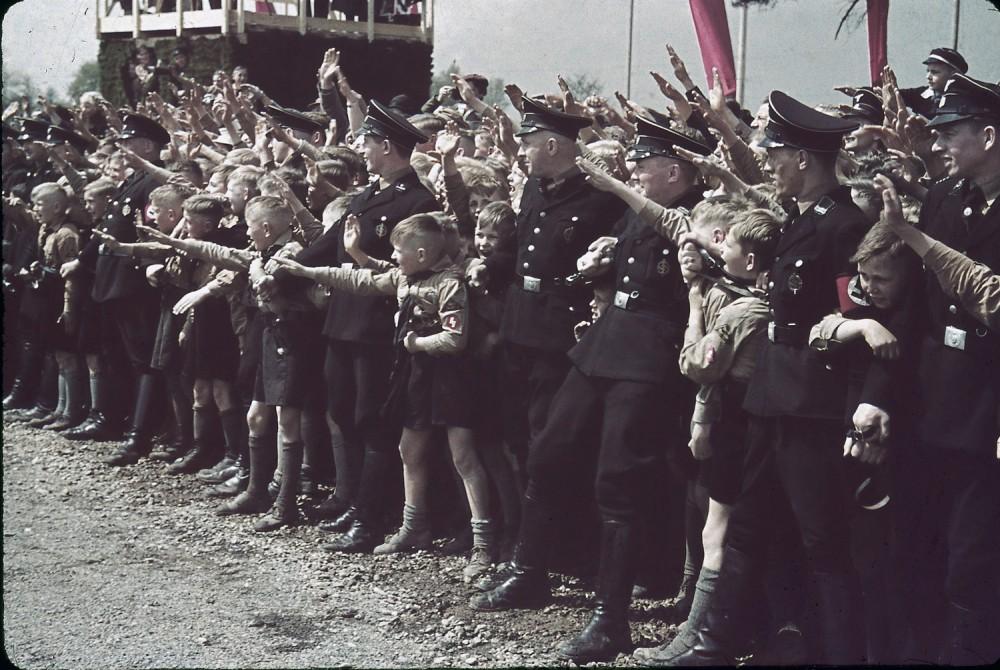 131101-adolf-hitler-volkswagen-ceremony-1938-a.jpg