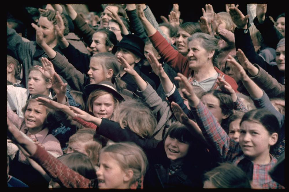 131101-hitler-austria-crowds-1938.jpg