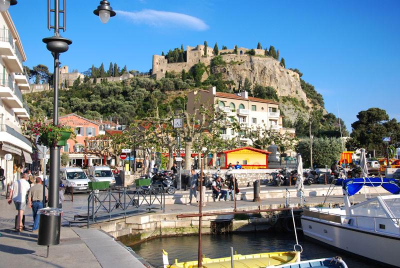 9 день Свободное время в городе или факультативная экскурсия «Кассис». Переезд в Бергамо.  Прибытие в аэропорт. Вылет из Бергамо. Прибытие домой.