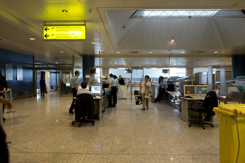 зона досмотра в аэропорту