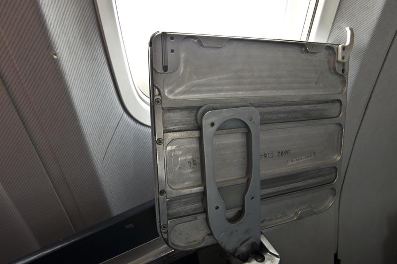 столик в самолёте