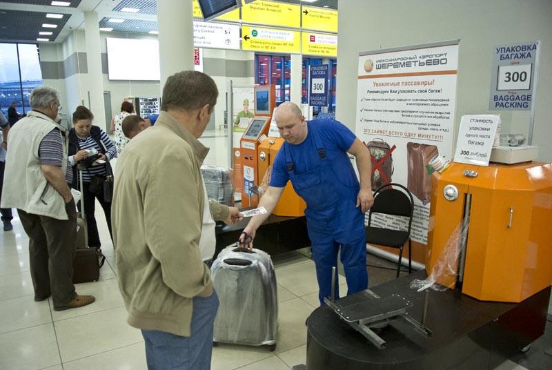 обклейка плёнкой чемодана