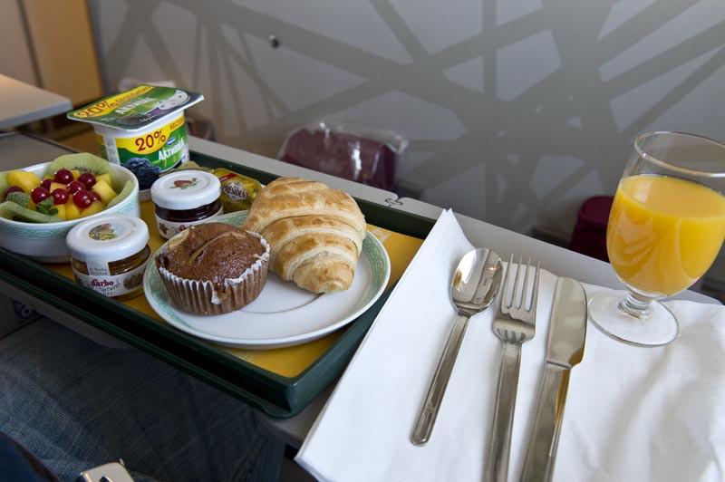 завтрак бизнес класс Ройал Эйр Марок