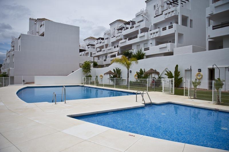 бассейн недвижимость в испании