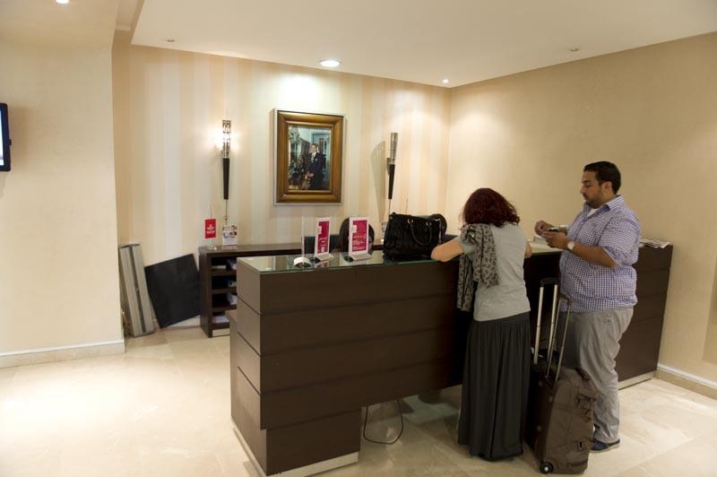стойка в бизнес зал касабланка марокко