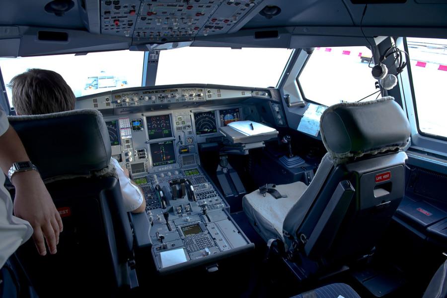 кабина пилота аэрофлот a 330-300