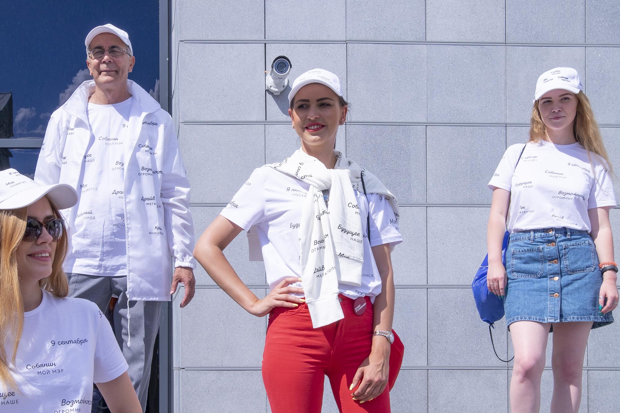 Штаб Собянина,  красивые девушки и 3D Москва