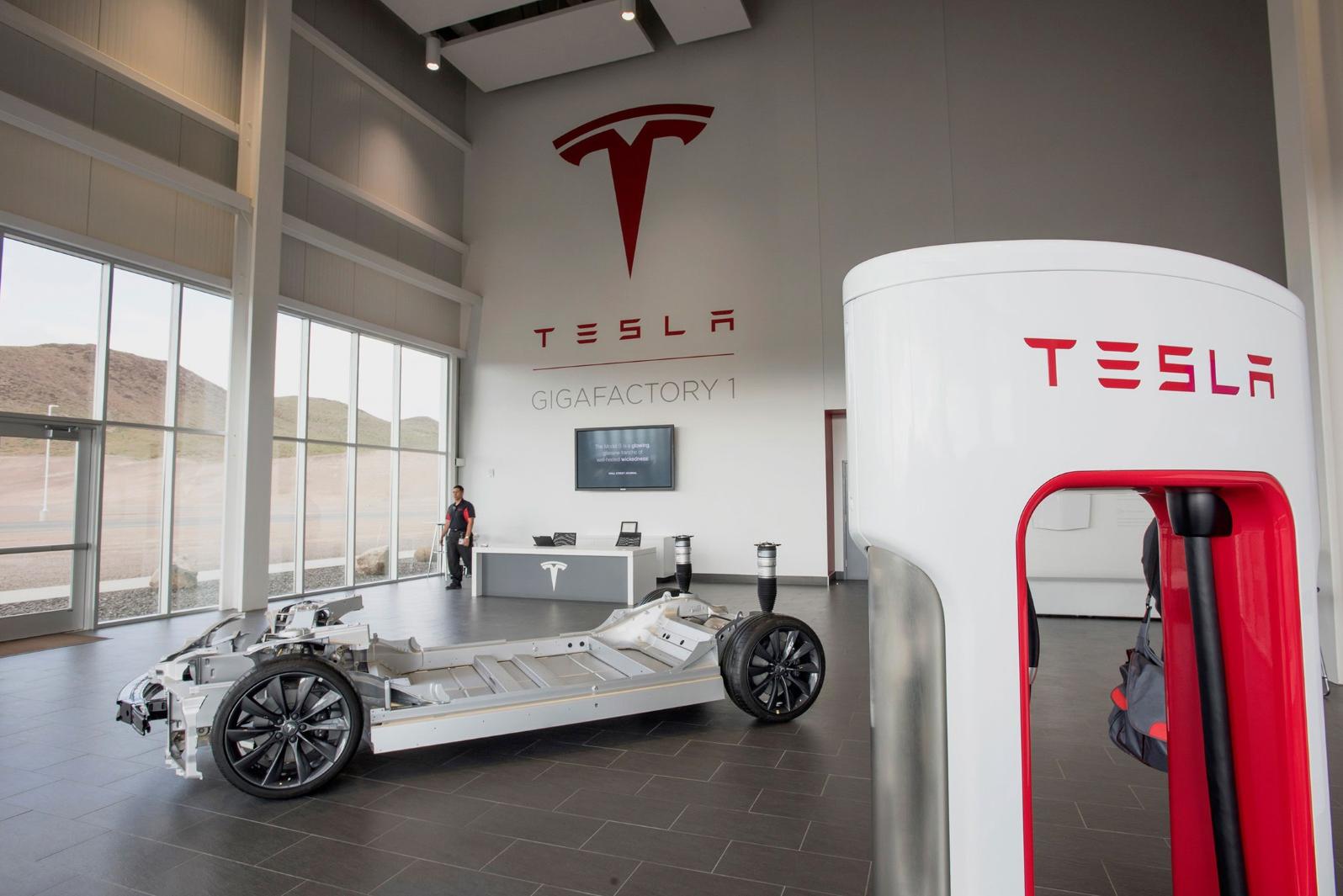 Тесла откроет производство в России