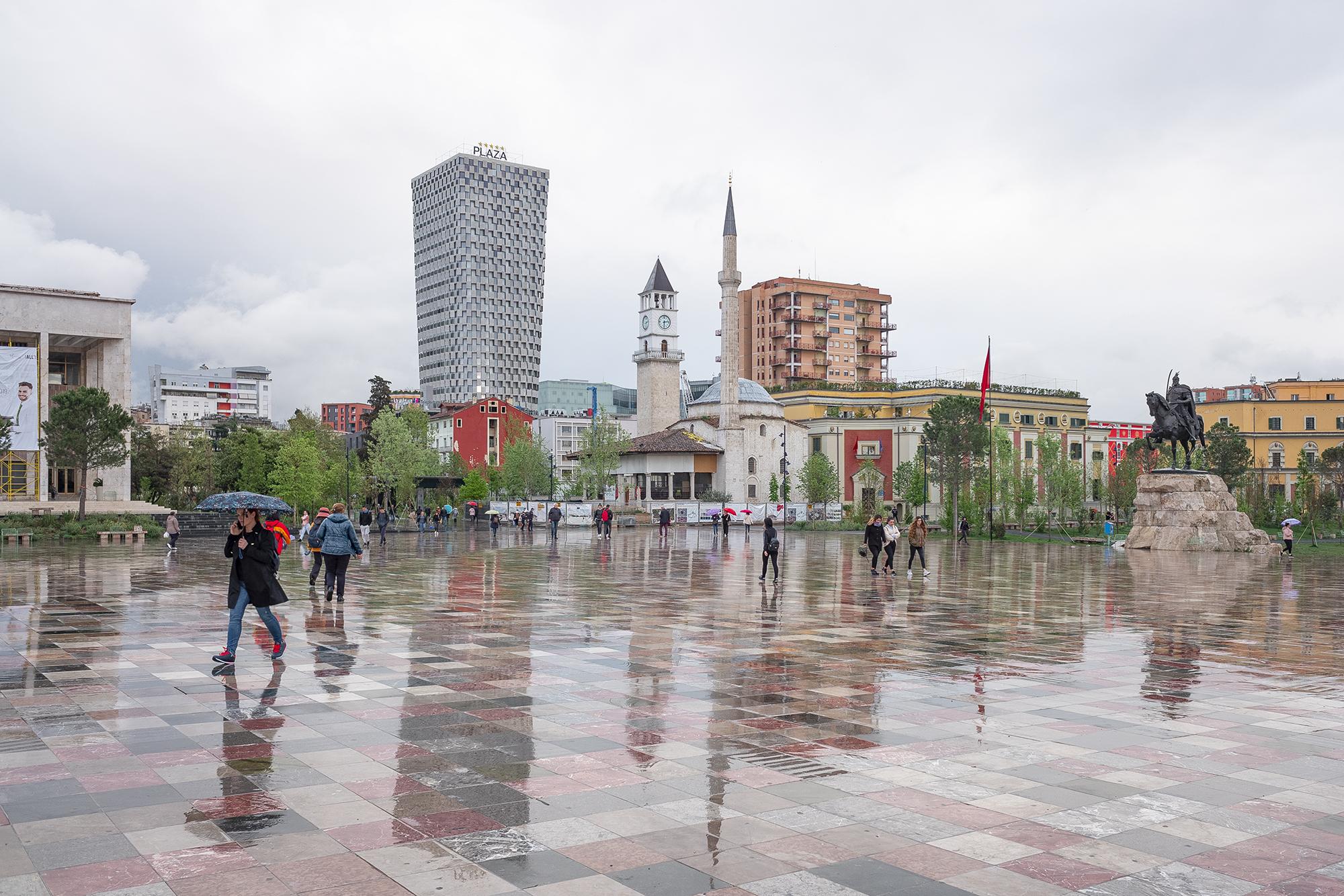 Балканы Албания Тирана центральная площадь.jpg