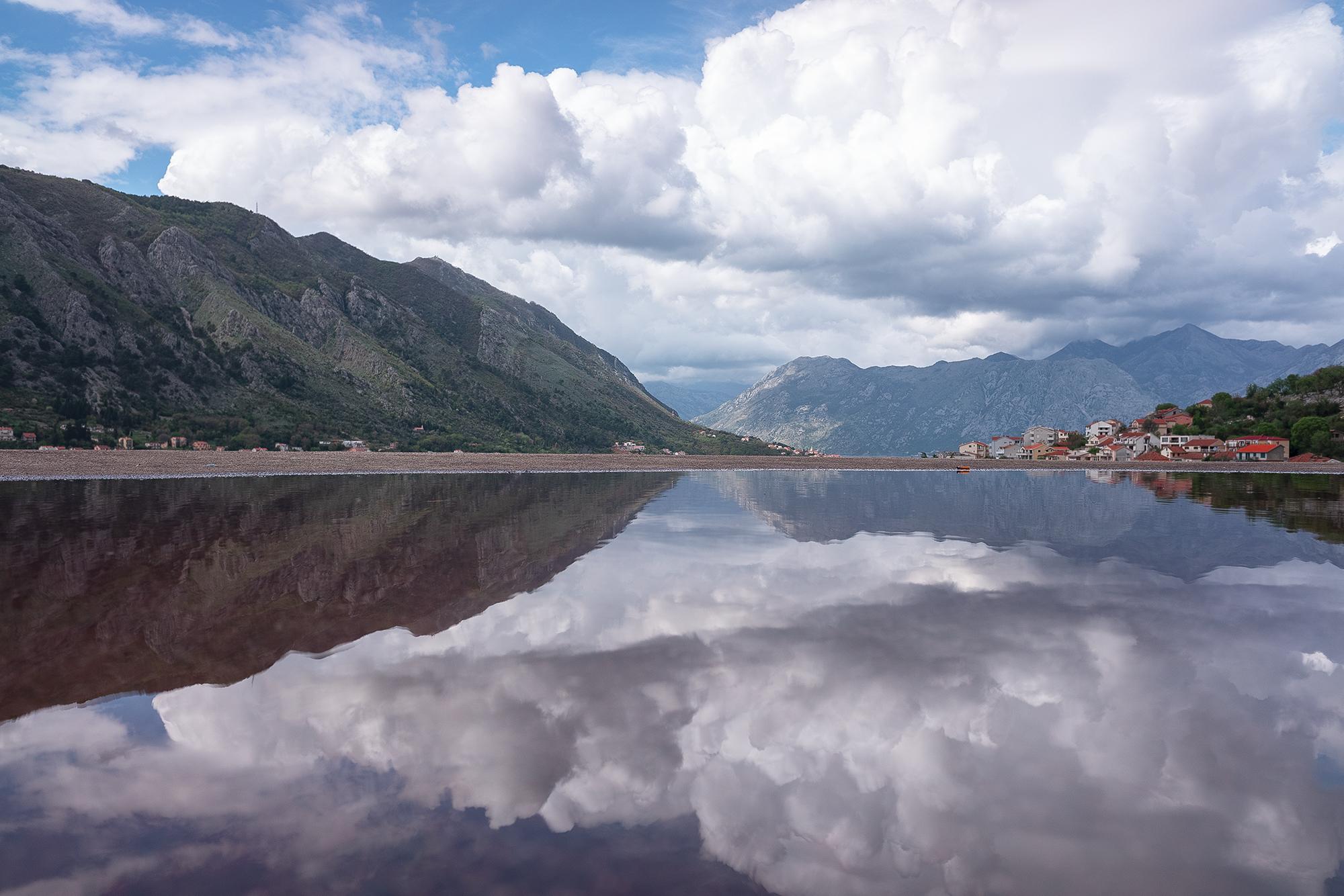 Балканы Черногория Котор горное озеро.jpg