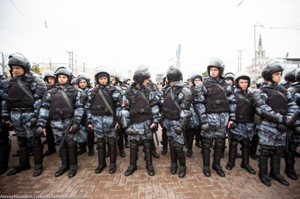 Зачем власти бьют москвичей