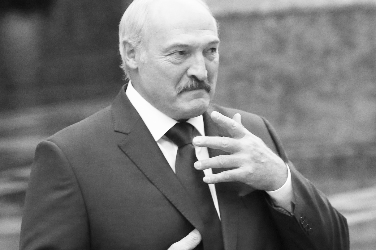 Лукашенко позорно сливают