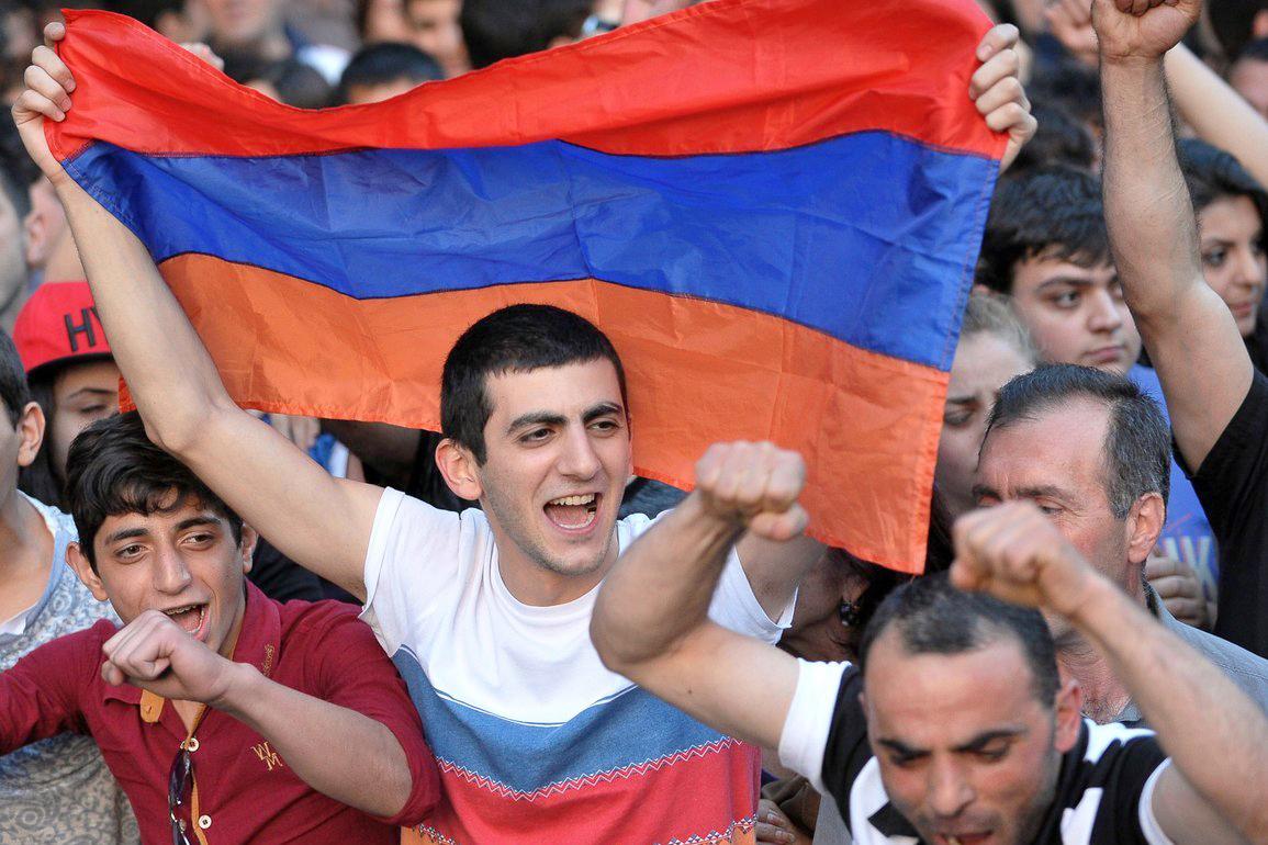 Армян умышленно выдавливают