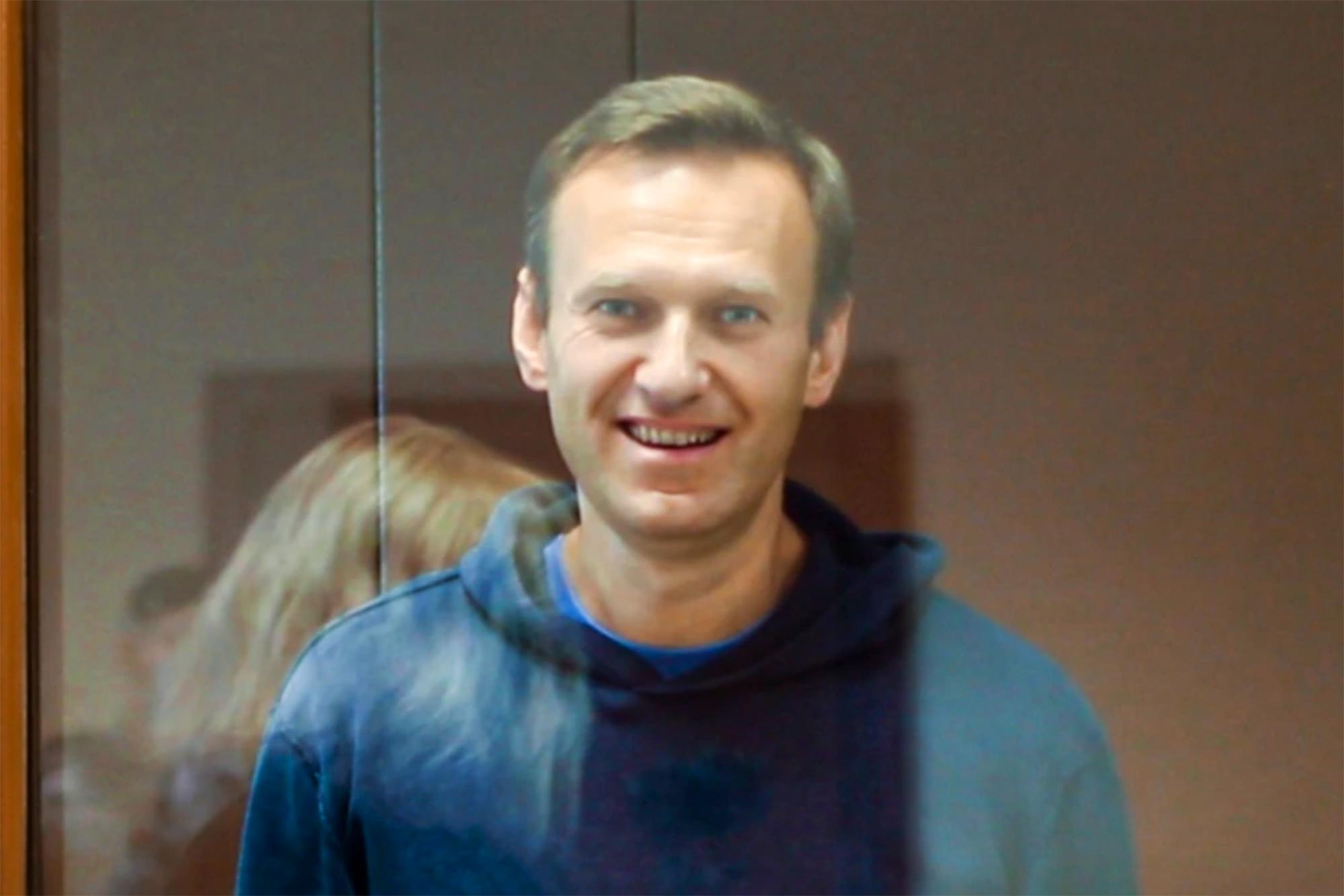 Навальный получил уже 6 выговоров