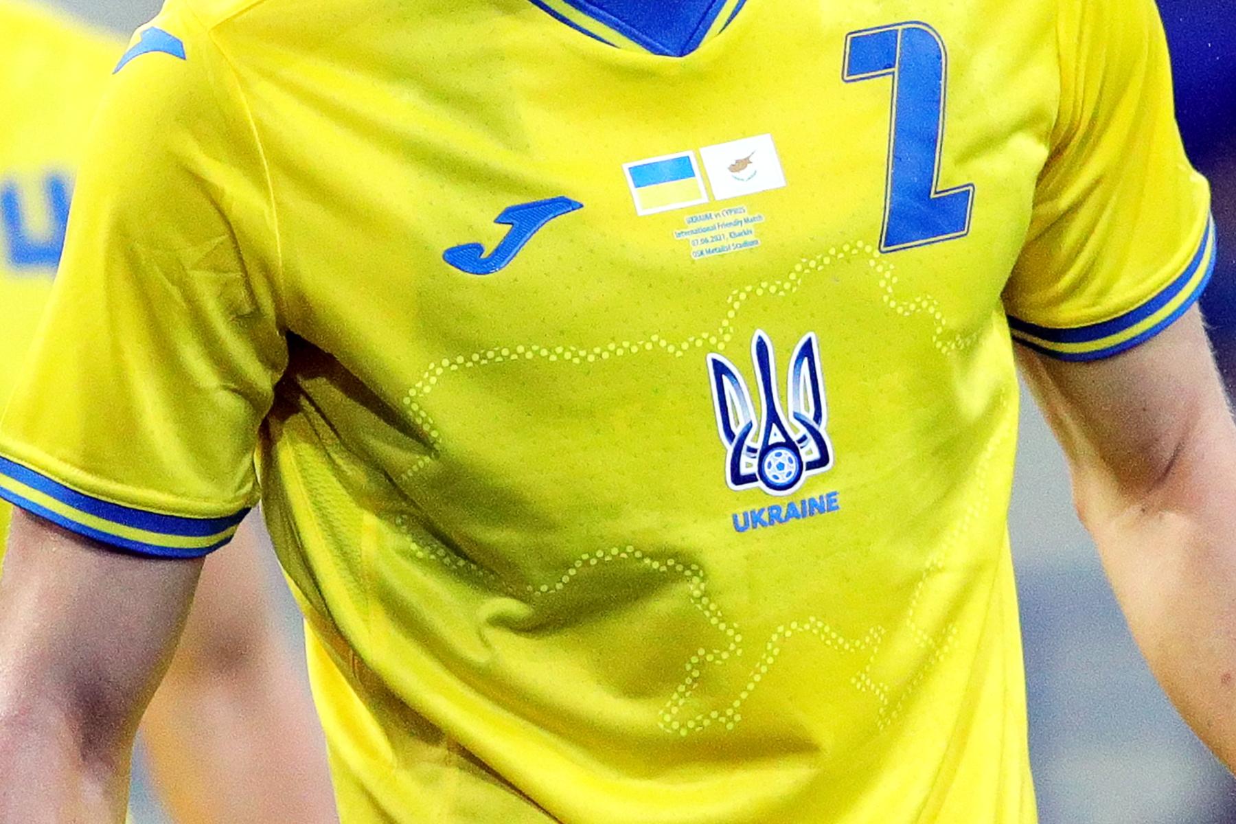 УЕФА потребовал убрать националистический лозунг с формы сборной Украины