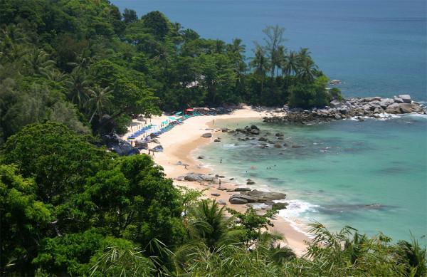 a9b7c32b821a2 Пляж выбрали Лаем Синг. Имхо этот один из самых красивых пляжей Пхукета. Но  спускаться нужно достаточно далеко вниз, по крутым ступенькам.