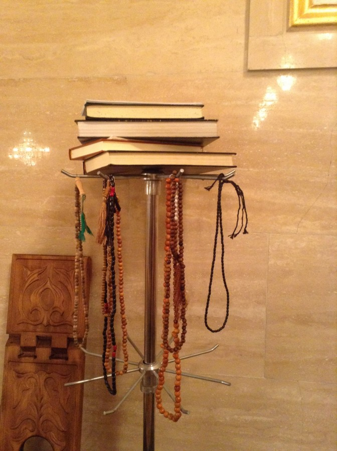 четки, книги, мечеть