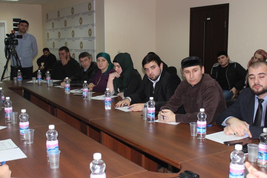 блогеры Чечни на круглом слоле