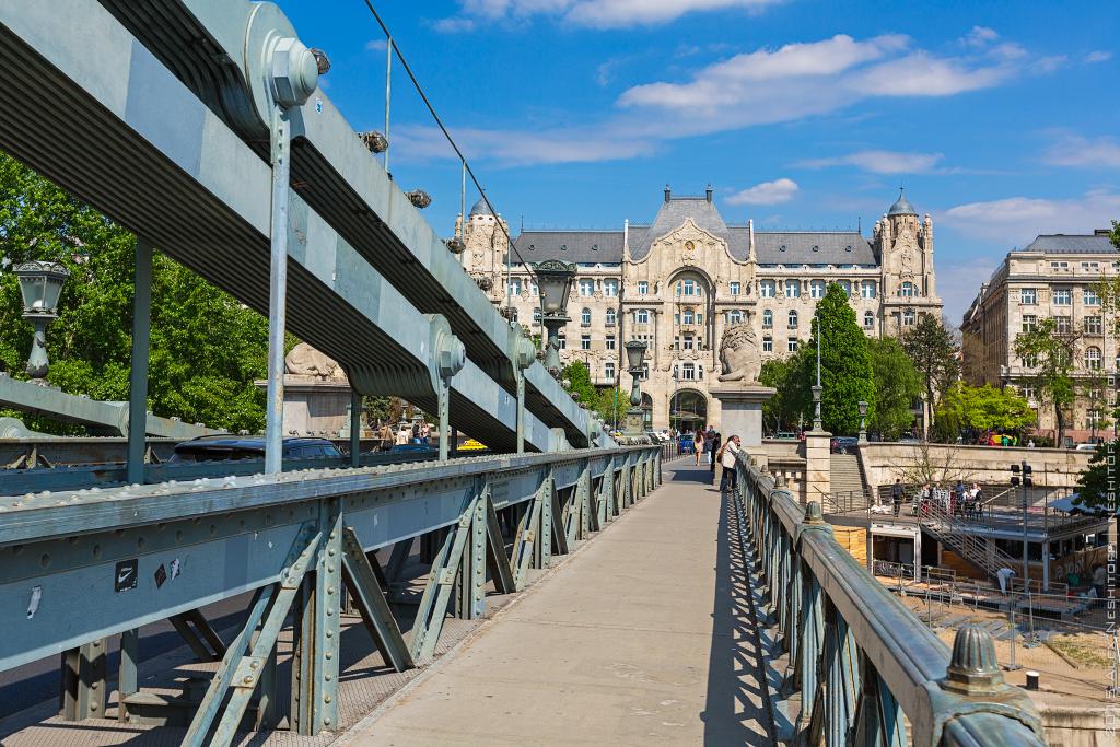 2015-Hungary-Budapest-Walking-001.jpg