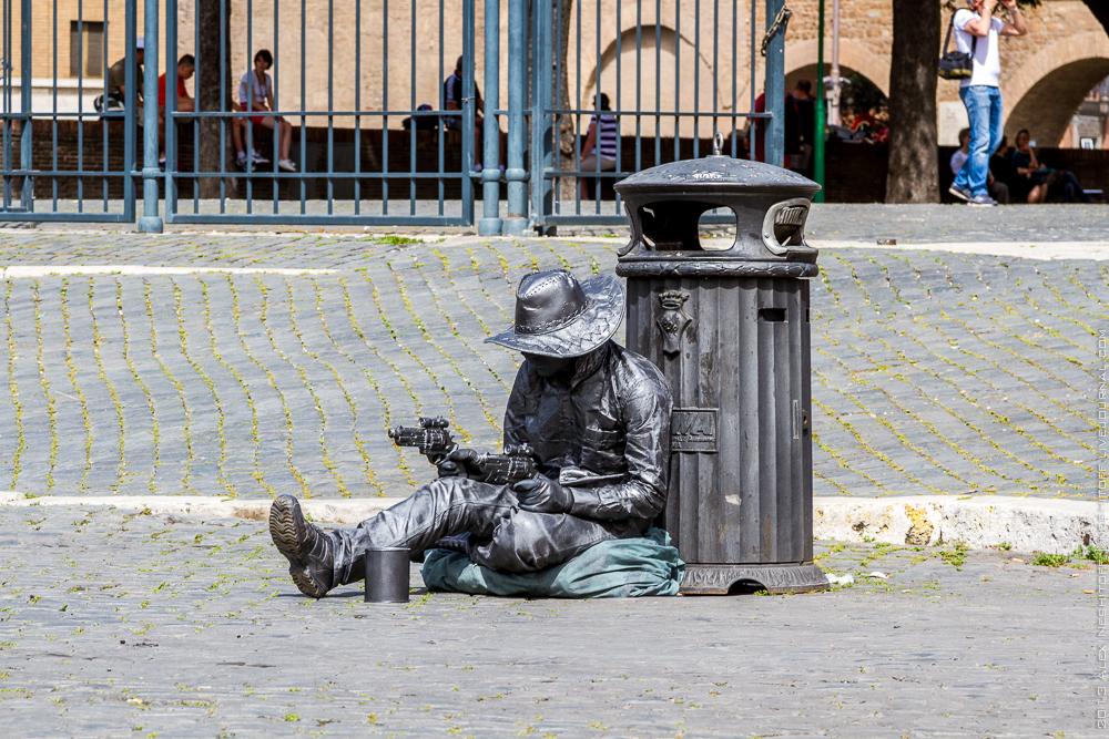 20130429-italy-rome-street beggars-002