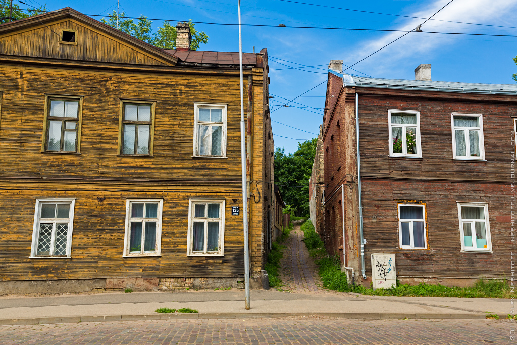 2014-Latvia-Riga-Woodenhouse-009