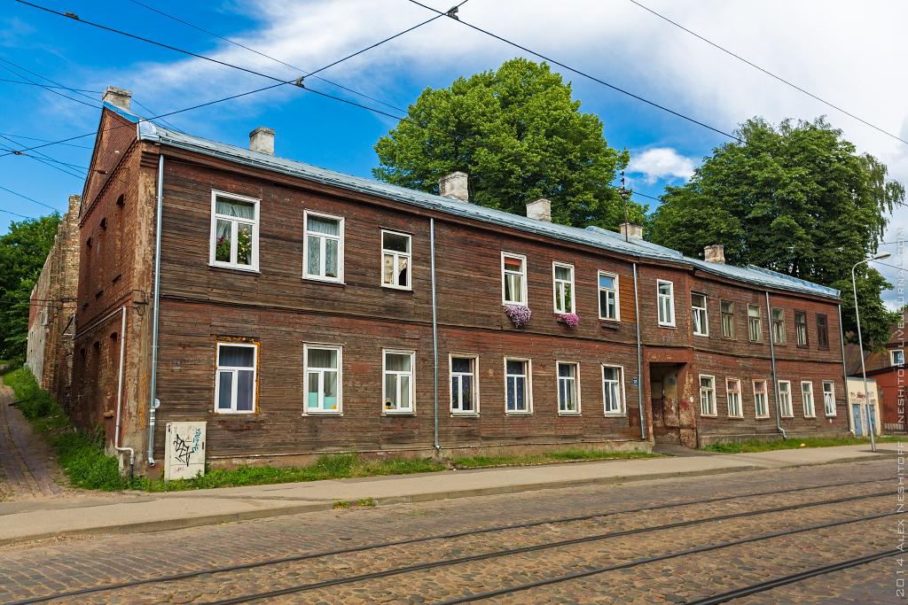2014-Latvia-Riga-Woodenhouse-010
