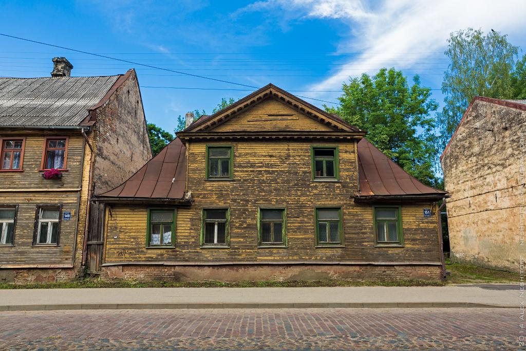 2014-Latvia-Riga-Woodenhouse-011