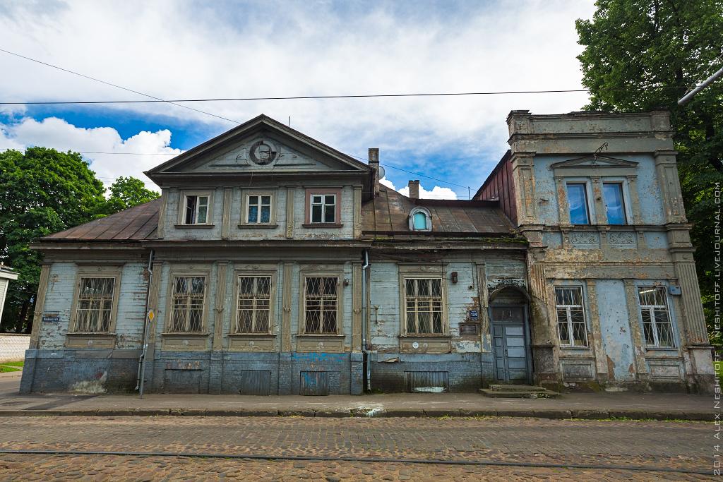 2014-Latvia-Riga-Woodenhouse-004