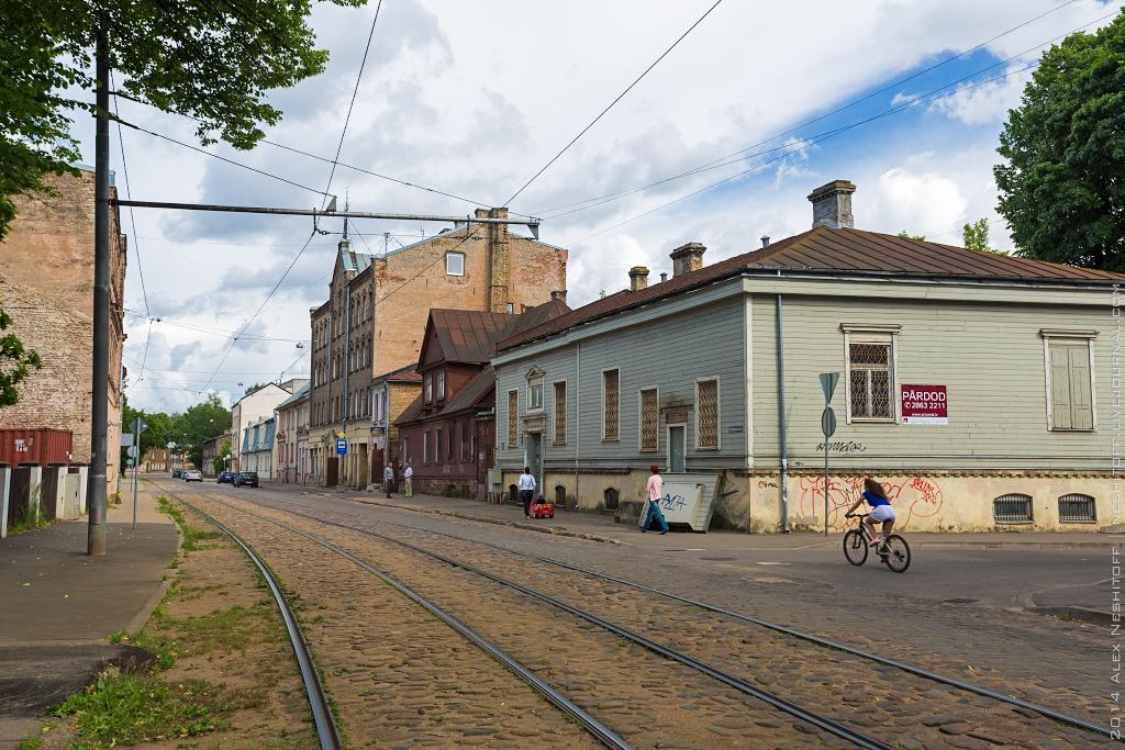2014-Latvia-Riga-Woodenhouse-005