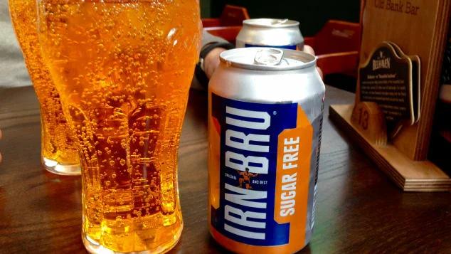"""Шотландский """"национальный напиток"""" Ирн Бру - это то, что вы будете пить в Эдинбурге, запивая утренний рулет с квадратной колбасой. Фото с сайта edition.cnn.com"""