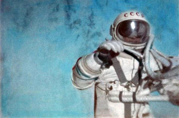 Первый в мире выход человека в открытый космос. Космонавт Алексей Леонов