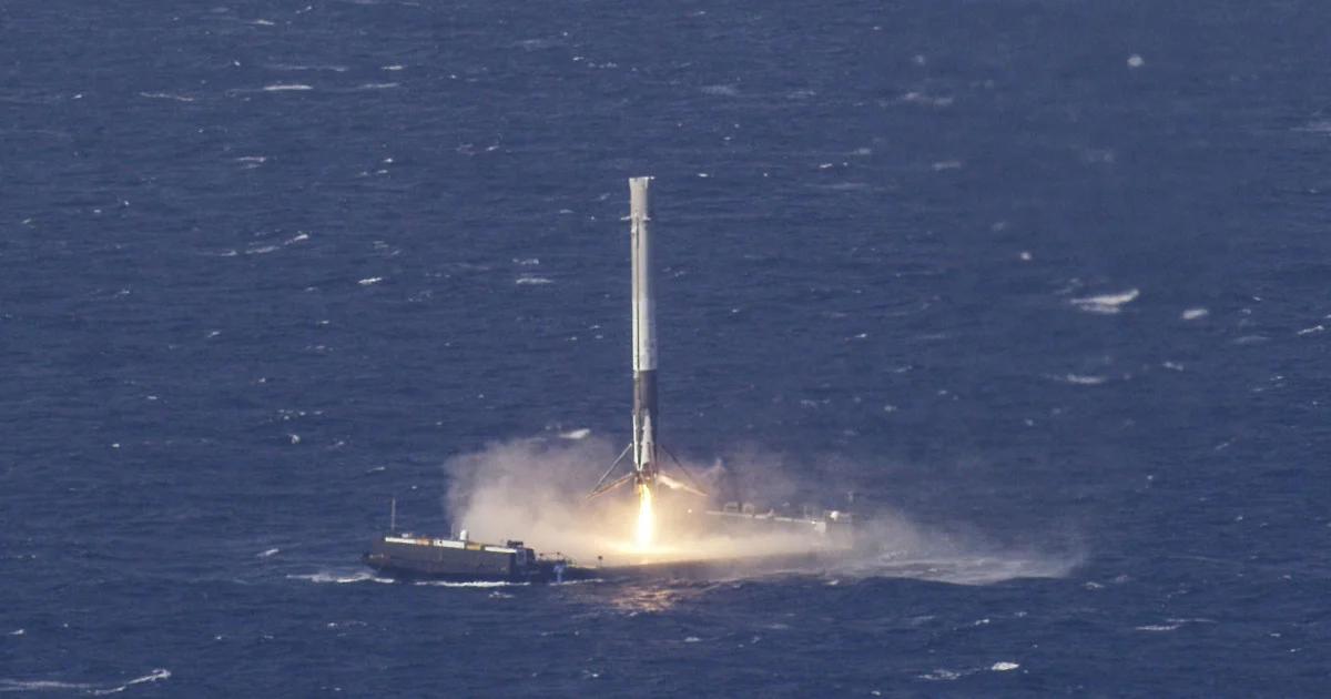 Мягкая посадка первой ступени Falcon 9 на корабль-дрон. Фото из открытых источников сети интернет