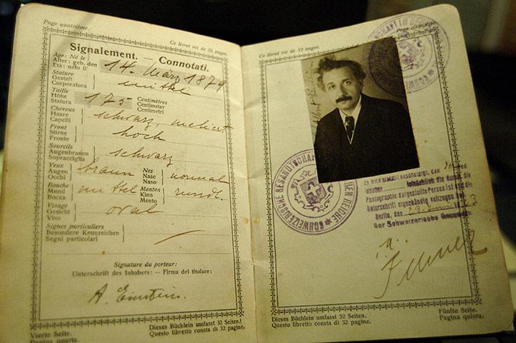 Albert-Einstein-002