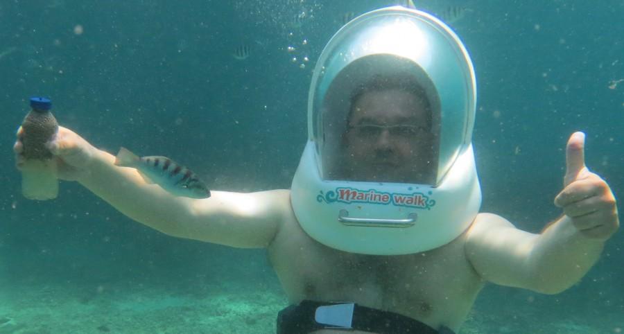 Папе под водой нравится